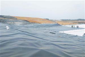 Màng HDPE có lợi ích gì khi được lót ruộng muối?