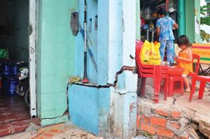 Công trình xây dựng để nâng cấp kênh gây thiệt hại nhà cửa, cư dân yêu cầu bồi thường