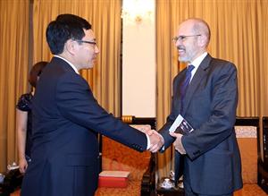 Phó Thủ tướng Phạm Bình Minh tiếp khách quốc tế