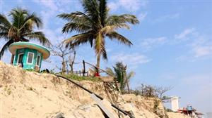 Bãi biển đẹp nhất của Việt Nam Mỹ Khê phải đối mặt với nguy cơ sạt lở